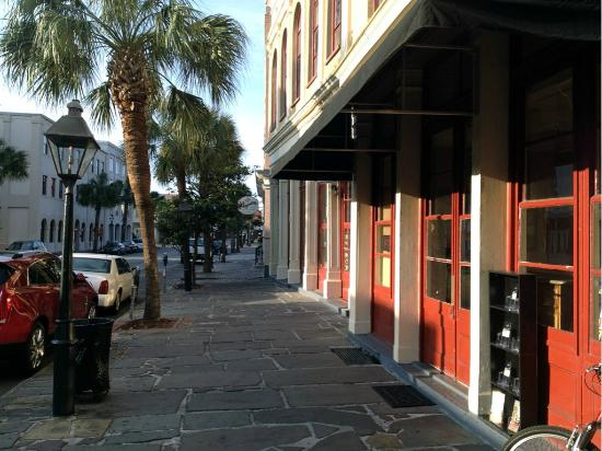 Lodge Alley Inn: Front area BAY STREET \ Valet is here.