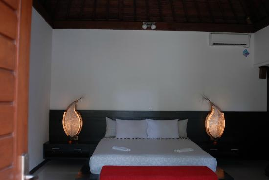 Baruna Sari Villa: inside the bedroom