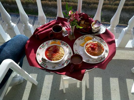 Boardwalk Plaza Hotel: Room service for breakfast - Oatmeal Brulee