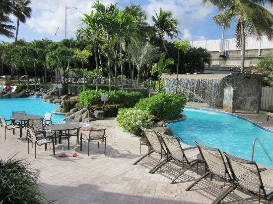 Embassy Suites by Hilton San Juan Hotel & Casino: Outside Pool