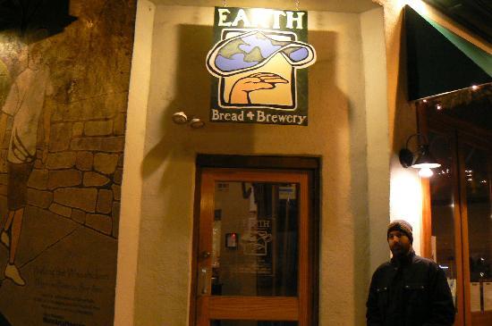 Earth Bread & Brewery: Earth Outside