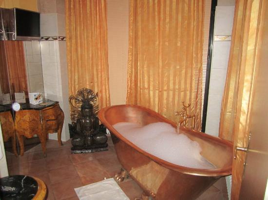 Riverside Hotel : Bad mit kupfernen Wanne