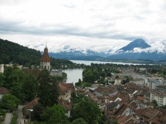 Тун, Швейцария: The lake from the castle of Thun