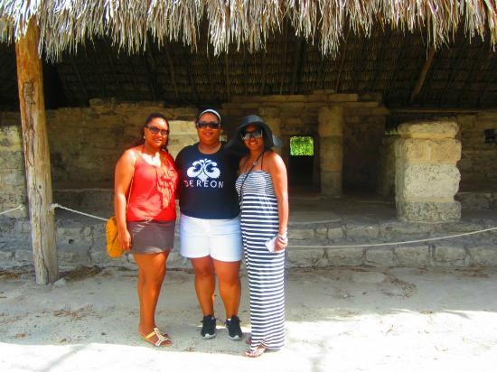 Tours Plaza - Day Tours: The three of us at San Gervasio