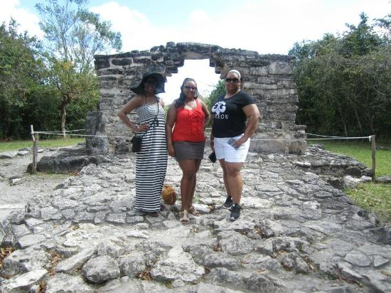 Tours Plaza - Day Tours: The three of us at the San Gervasio Ruins