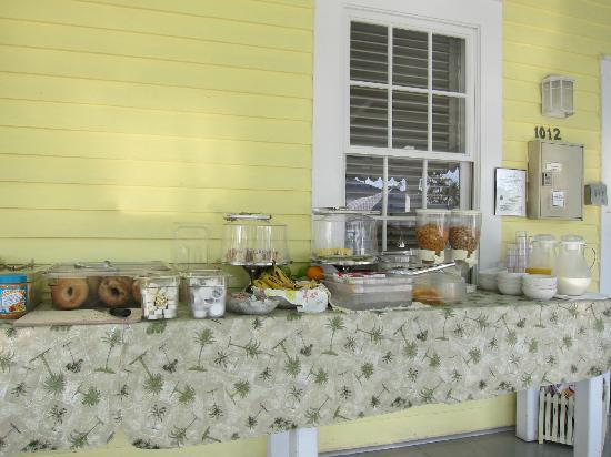 Duval Gardens: Breakfast