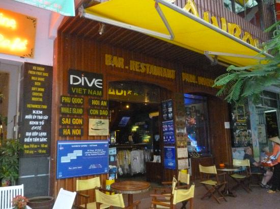 Rainbow Bar & Restaurant : Entrada