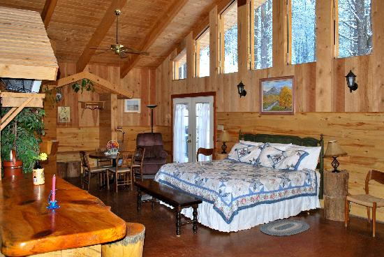 Elk Mountain Lodge: Radiant Floor heat, Jacuzzi tubs in luxurious comfort