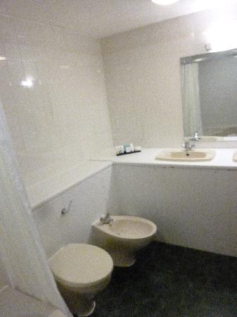 Mercure London Watford Hotel: la salle de bain rafistolée