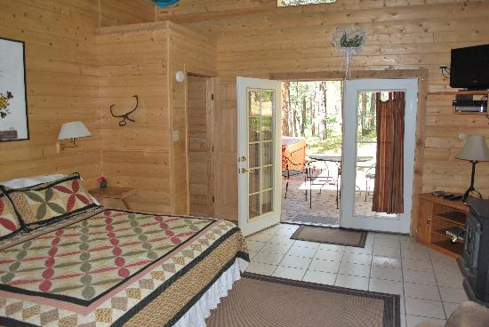 Elk Mountain Lodge: Private cabin with out door 4 person hot tub