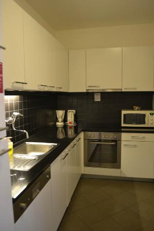 Adina Apartment Hotel Budapest: Kitchen