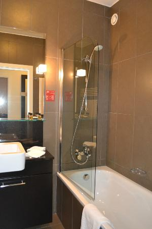 Adina Apartment Hotel Budapest: Bathroom