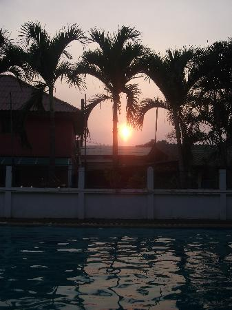 B.M.P. Residence: Sunset at the pool