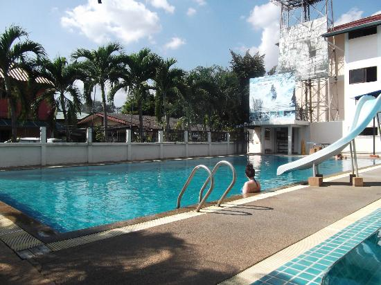 B.M.P. Residence: Pool area