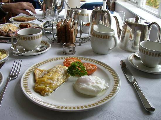 Rowany Cottier Guest House : Smoked Haddock with poached egg and lovely silver teapot!