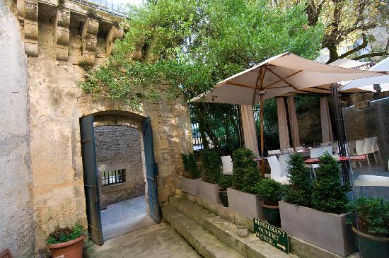 Les chambres du Manoir: Le portail d'entrée