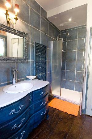 Les chambres du Manoir : Salle de bain chambre bleue