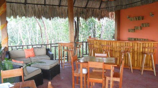 Amber Sunset Jungle Resort: Restaurant and Bar