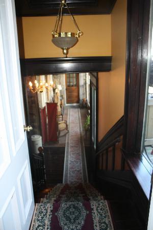 بيريه دو كالفيت: Hallway leaving our room