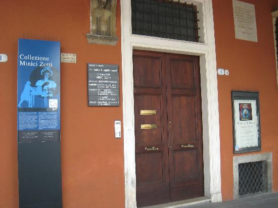 Museo del Precinema : Ground floor-ring the bell to enter the museum