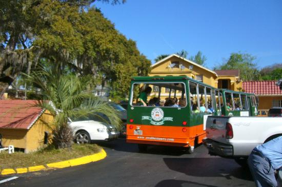 Howard Johnson Inn - Historic ST. Augustine FL: A stopping place for sightseeing trolley tours