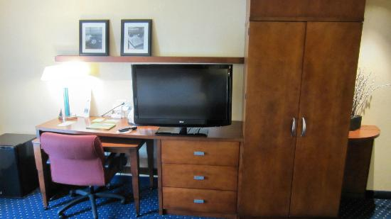 Courtyard Fort Smith Downtown: Room Desk