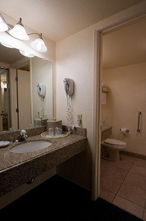 La Serena Inn bathroom