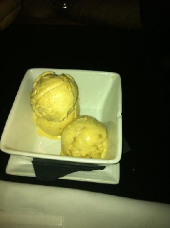 Suze in Mayfair : ice cream ! 