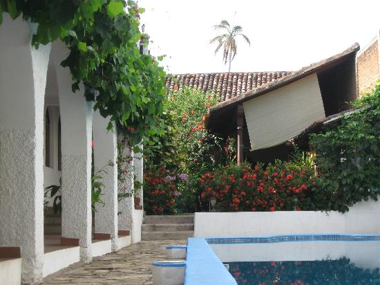 Hotel La Posada del Sol : The two stories of rooms mostly face the pool area, and are in an L-shape