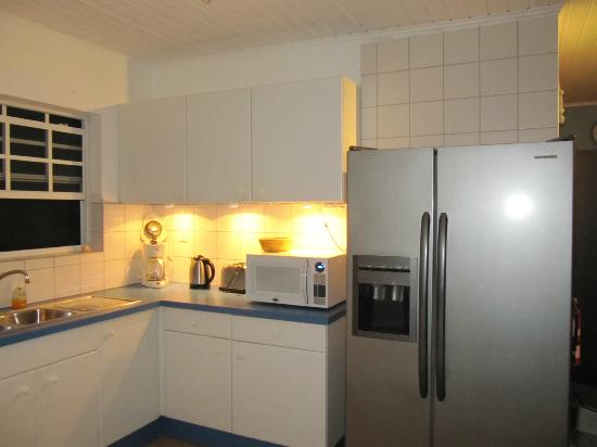 Bahia Apartments & Diving: Kitchen