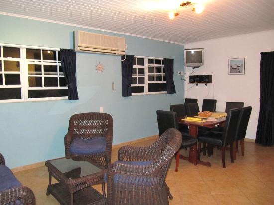 Bahia Apartments & Diving: Living room