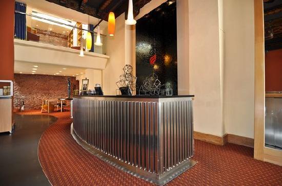 Hotel Metropolis: Lobby