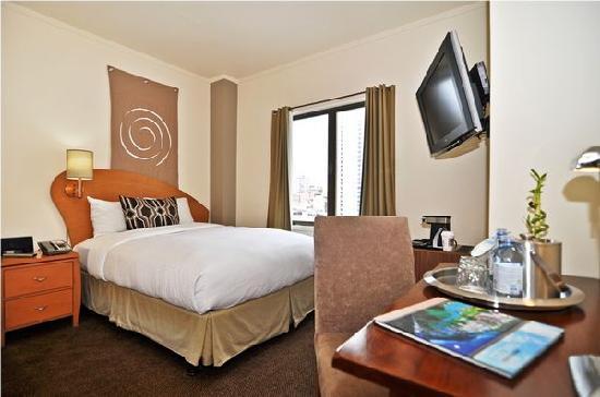 Hotel Metropolis: Queen bed