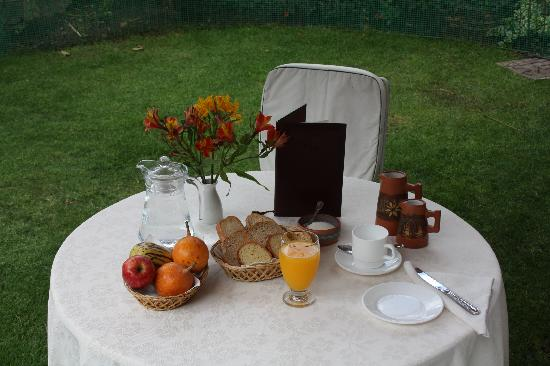 Hostal de La Rabida: Breakfast in the garden