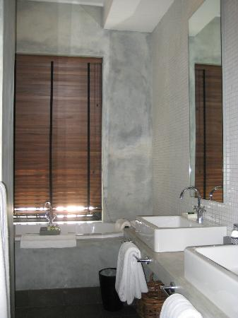 Paradise Road Tintagel Colombo : Spacious bathroom