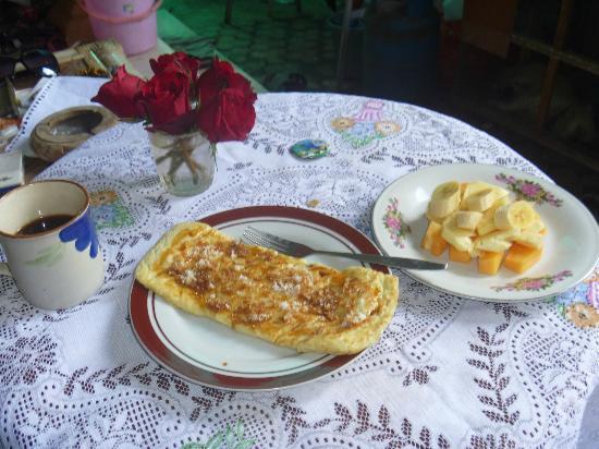 Alamanda Accommodation: 朝食はパンケーキかジャッフルが選べます デザート飲み物付き