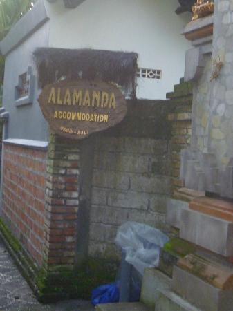 Alamanda Accommodation: 入口