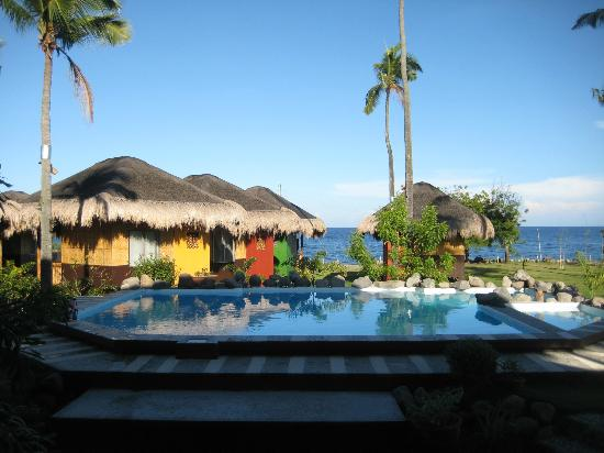 Liquid Dumaguete: View from breakfast area to pool and cottages