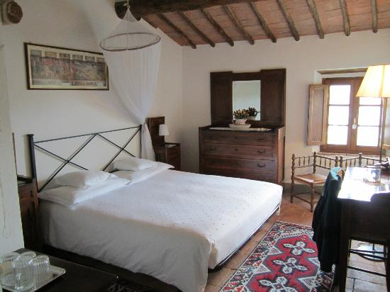 Agriturismo Marciano: The White Bedroom