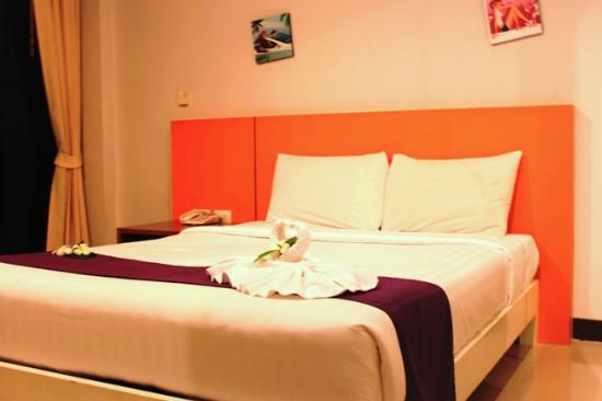 Baramee Hip Hotel Patong: Our HM bed