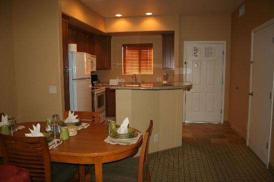 Highlands Resort at Verde Ridge: 1 bedroom unit kitchen and dining area