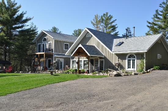 The Muskoka Rose Guest House and Retreat: A View of the House