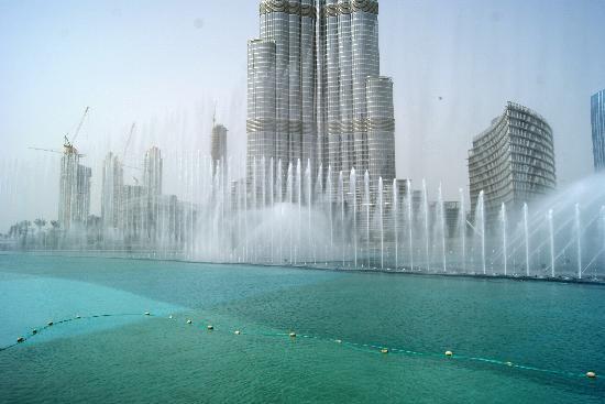 D Art Exhibition In Dubai : Dubai fountains show picture of