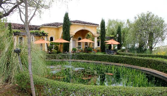 Villa Toscano: Entrance to the tasting room and part of the extensive patio
