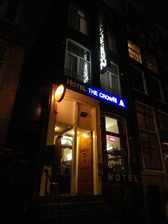 Hotel The Crown: FRENTE DE HOTEL / NOCHE