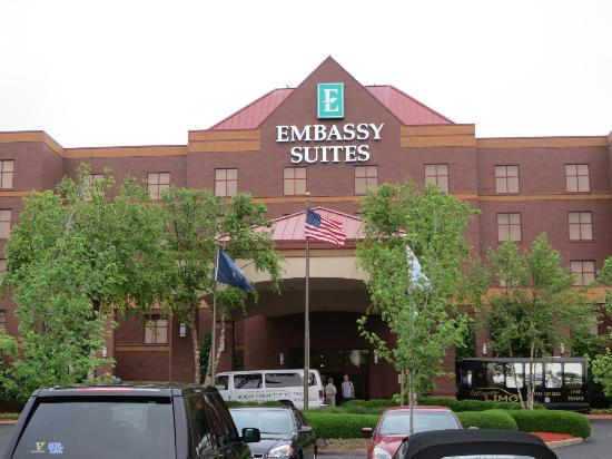 Embassy Suites by Hilton Lexington: Front of Embassy Suites