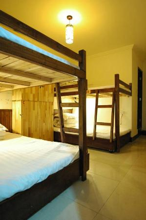 Green Forest Hostel: Community rooms