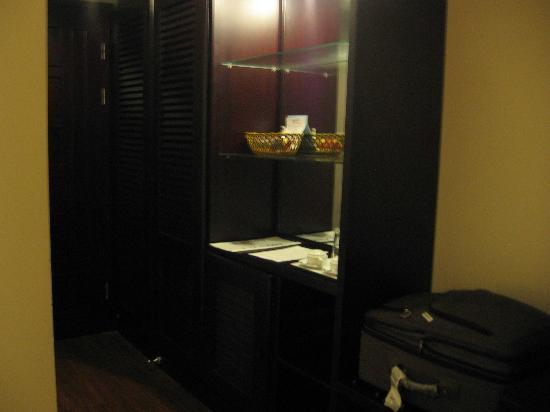 Cherish Hotel: Storage shelves