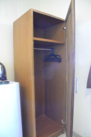 Guest House Matahari: Cupboard