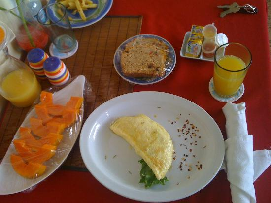 Thanna's Place: The breakfast portion is just nice for me.